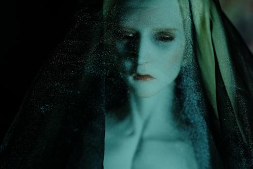 Ring doll、K-Style Bの裸身に、オーガンジーの布をかぶせて、妖しく耽美に