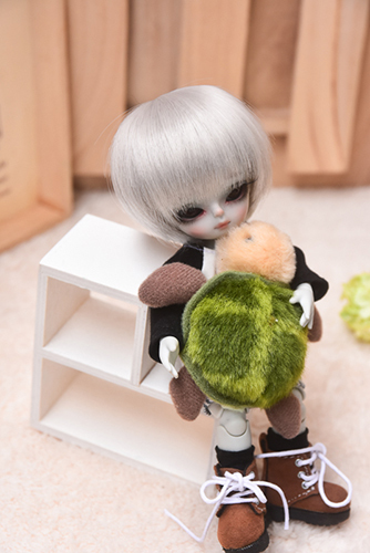 WITHDOLL、Happy Ending Story - Wolf Rudyのルディと、WITHDOLL、Halloween Limited Edition / Black Cat / Butler Pookyのキオ。お友達と一緒に、おうちでまったりおしゃべり。