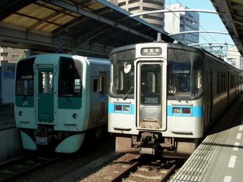 JR四国 7000系 電車&1500形 気動車【高松駅】
