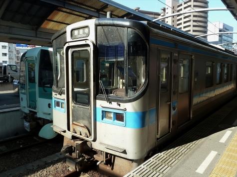 JR四国 7000系 電車【高松駅】