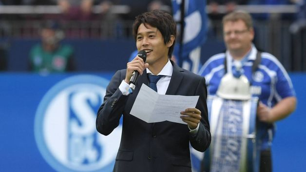 Union Berlins Atsuto Uchida waves goodbye to Schalke ahead of Matchday 3 clash with Stuttgart