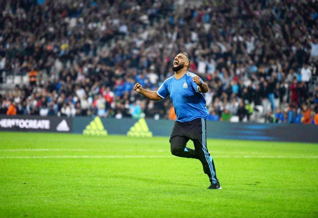 Marseille fan takes honorary kick-off, runs 50 yards, scores, cries