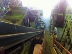 170827 (130)遠野ホップ加工処理センター_2階から階段を見下ろす