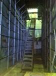 170827 (143)遠野ホップ加工処理センター_裏側へ降りる階段 - コピー