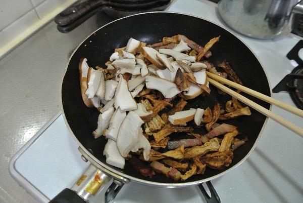 パンチェッタと割り干し大根の煮物2