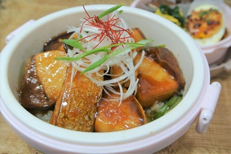 ブリの照り焼き丼1 (2)
