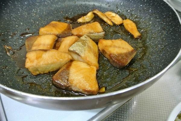 ブリの照り焼き丼9