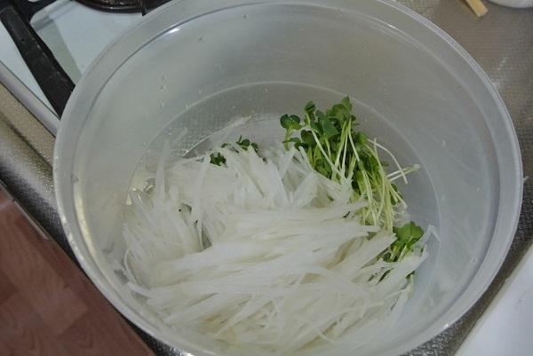 カレー風味の塩サバで大根サラダ1