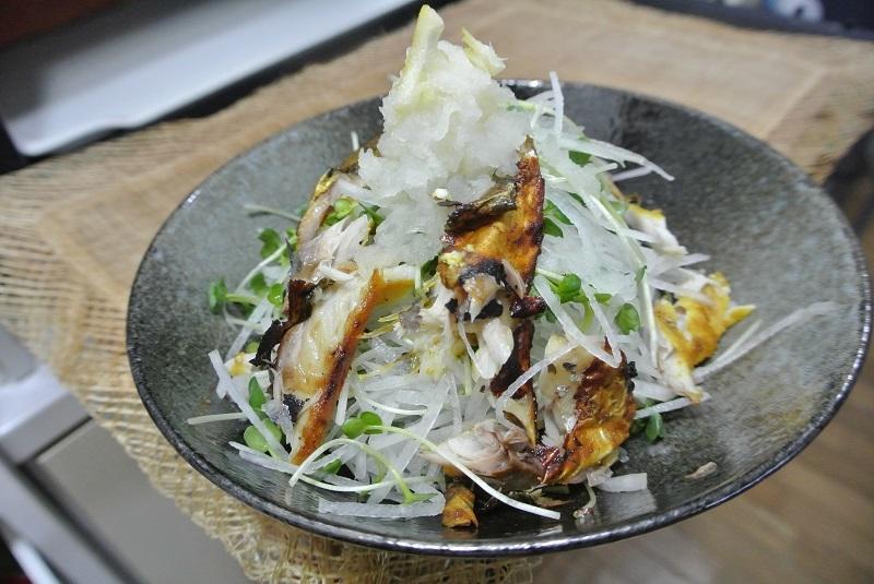 カレー風味の塩サバで大根サラダ3