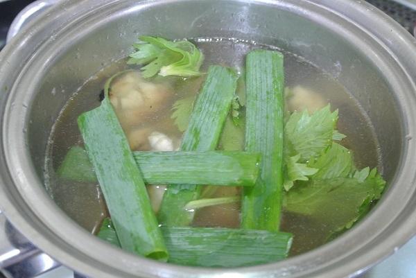 小松菜と手羽元のカレー2