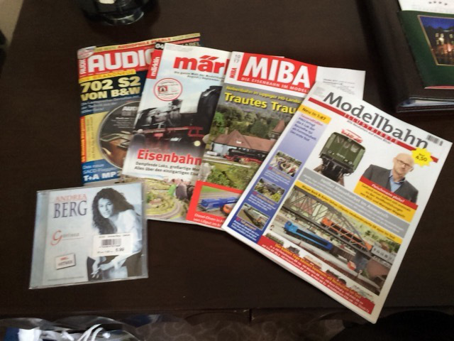 現地の鉄道誌を購入しました。