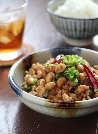 大豆とひき肉のピリ辛炒め