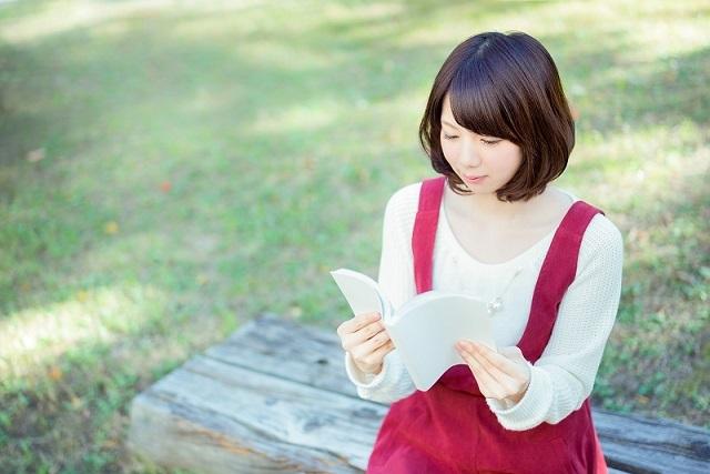 読書 女性 24