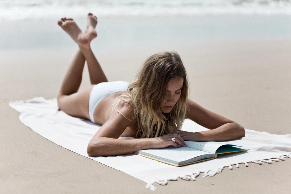 女性 外国人 読書 17