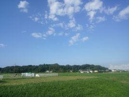 【写真】アランフィールド上に広がる久し振りの青空