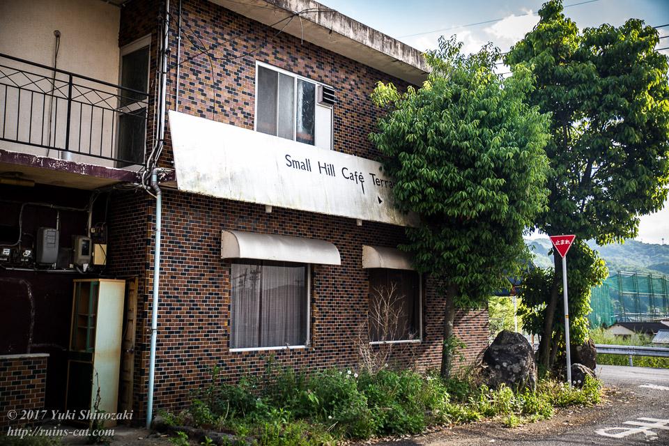 常盤寮の脇のカフェの廃墟