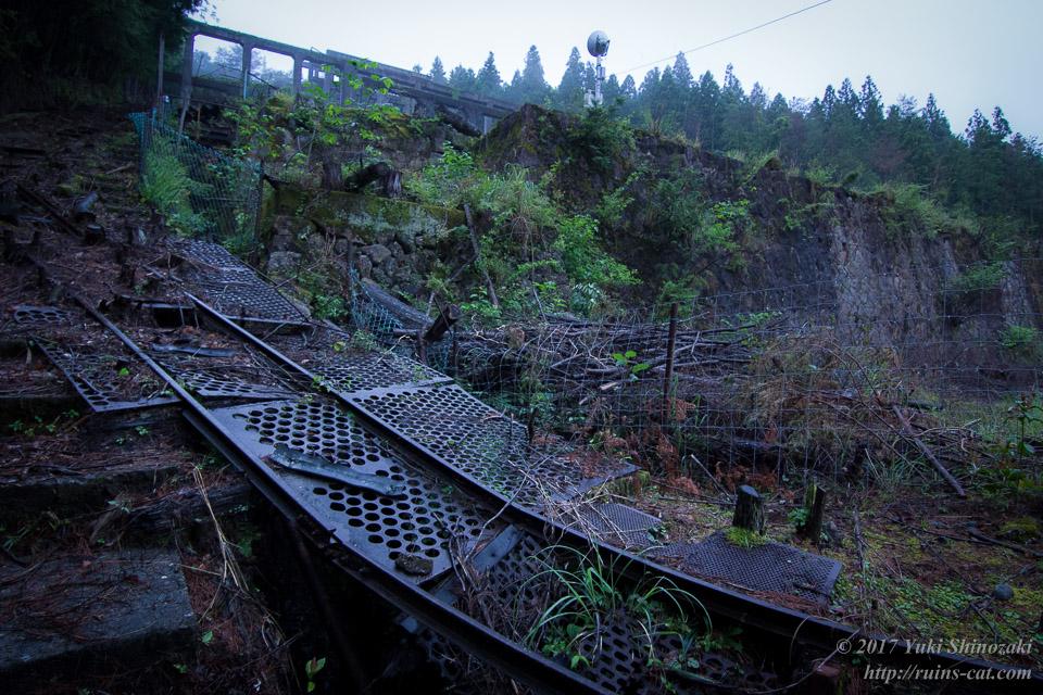 紀州鉱山(紀和鉱山)_インクライン軌道を登る