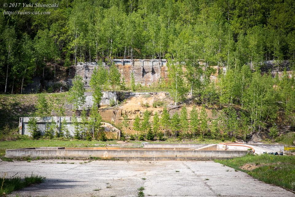 下川鉱山 選鉱所跡 手前には沈殿池も見える 周辺では下川鉱業所として今も鉱水処理を行なっている