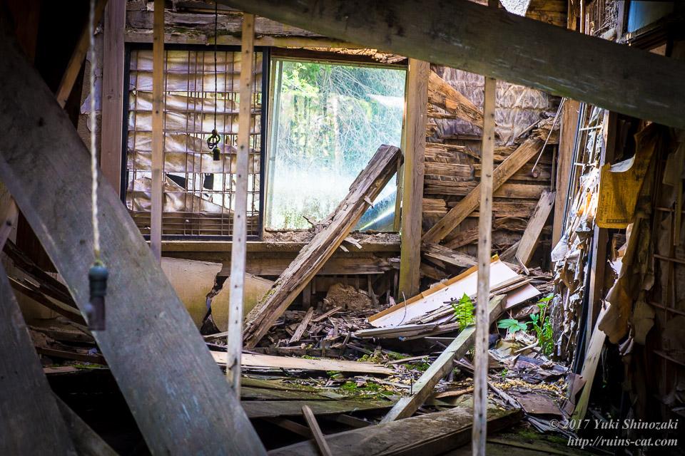 【廃墟写真】滝ノ上原野の廃屋群_居間