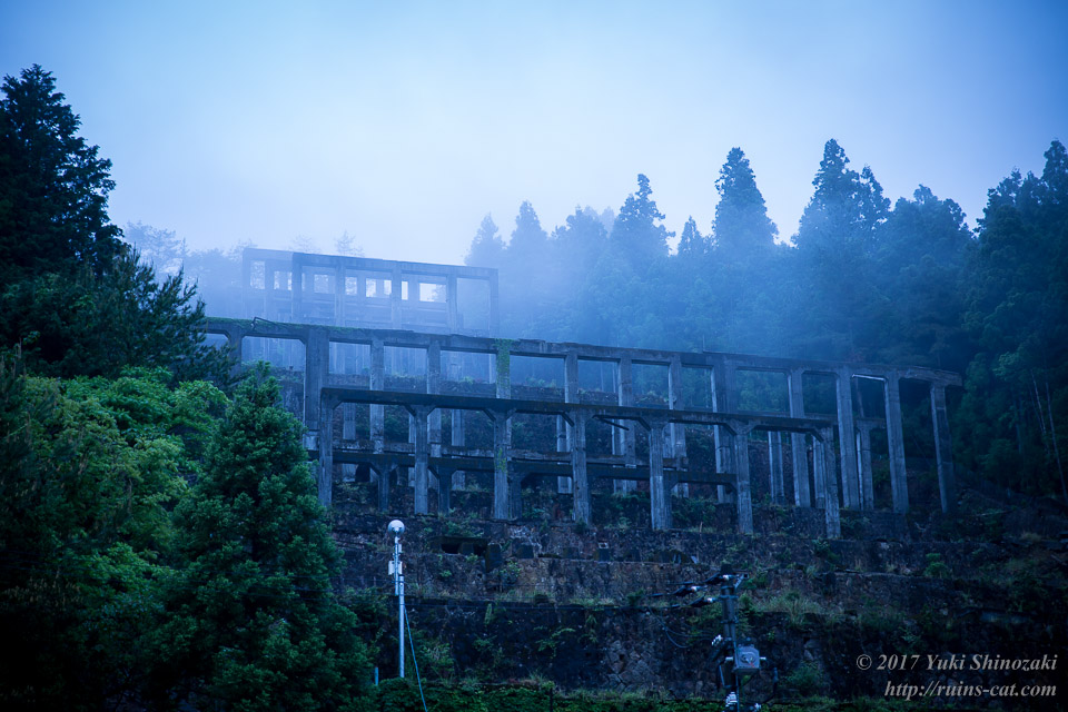 朝靄に眠る紀州鉱山選鉱場