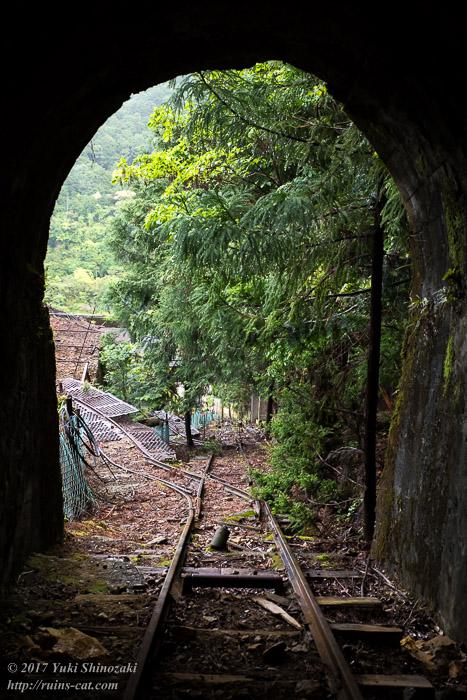 紀州鉱山(紀和鉱山)_トンネルから麓方向を望む
