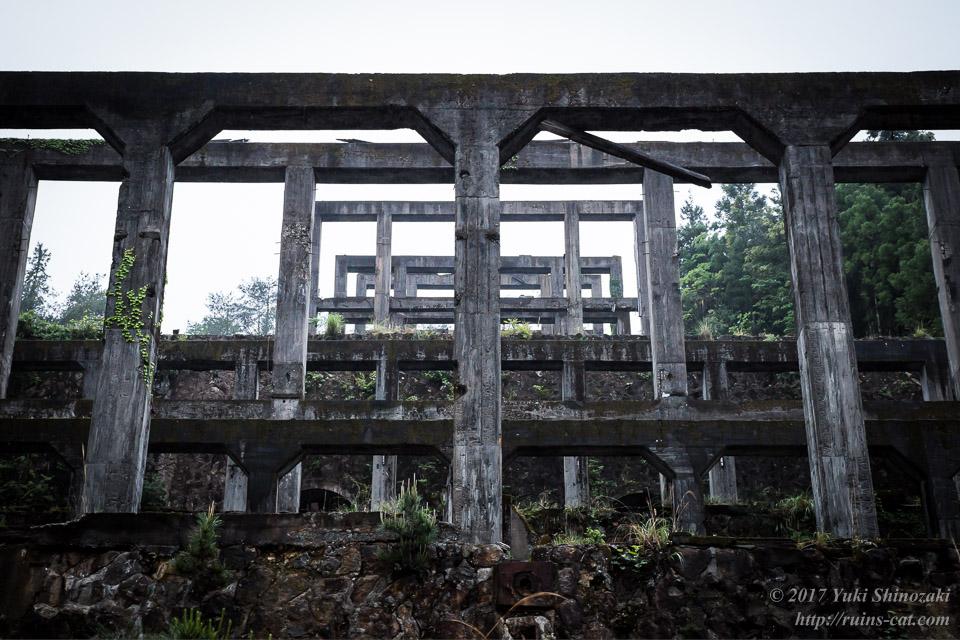 紀州鉱山(紀和鉱山)_コンクリートの幾何学模様