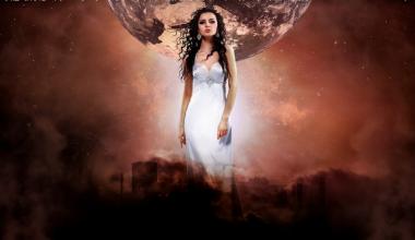 地球を背にたつ女神