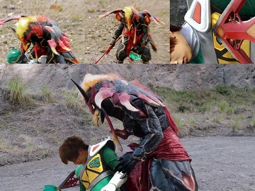 戦隊ヒーロー、キョウリュウグリーンが敵にやられて敗北