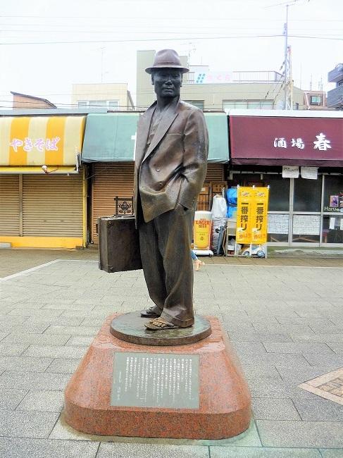柴又駅ー寅さん像