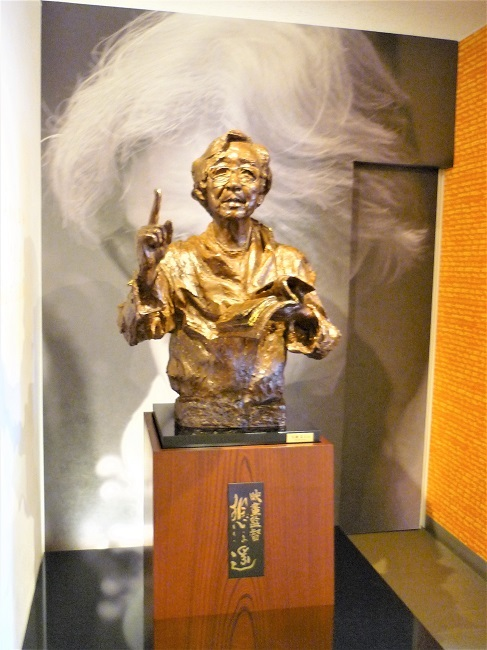 山田洋次ミュージアム-山田洋次像