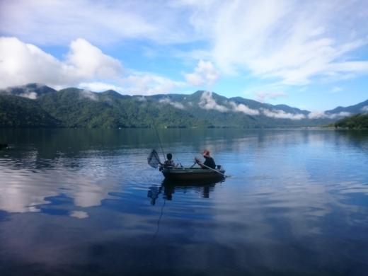 中禅寺湖でボート (1)