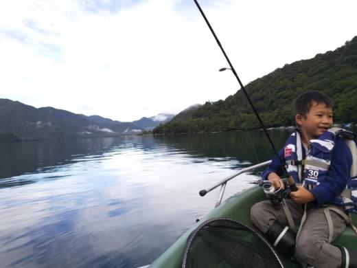 中禅寺湖でボート (4)