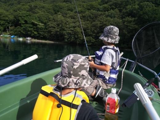中禅寺湖でボート (8)