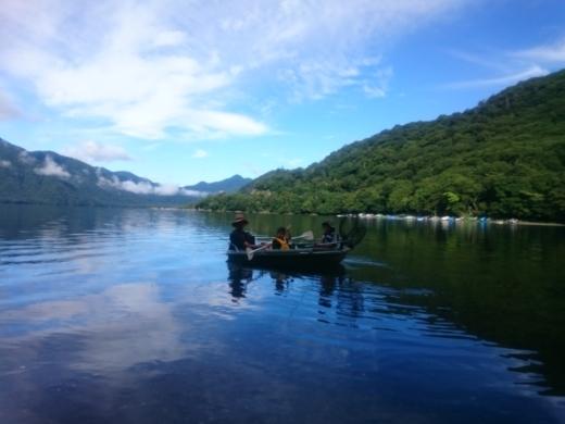 中禅寺湖でボート (2)