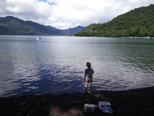 中禅寺湖のおかっぱり釣り (7)
