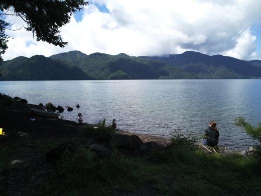 中禅寺湖のおかっぱり釣り (8)