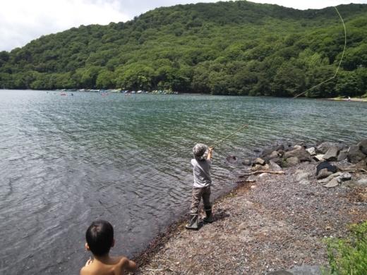 中禅寺湖のおかっぱり釣り (14)
