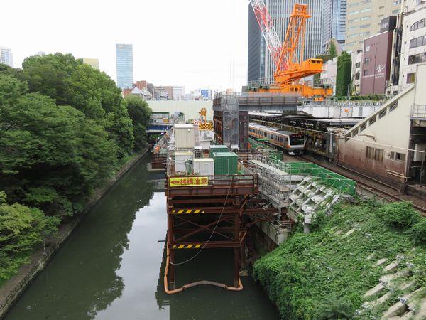 お茶の水橋から見たJR御茶ノ水駅