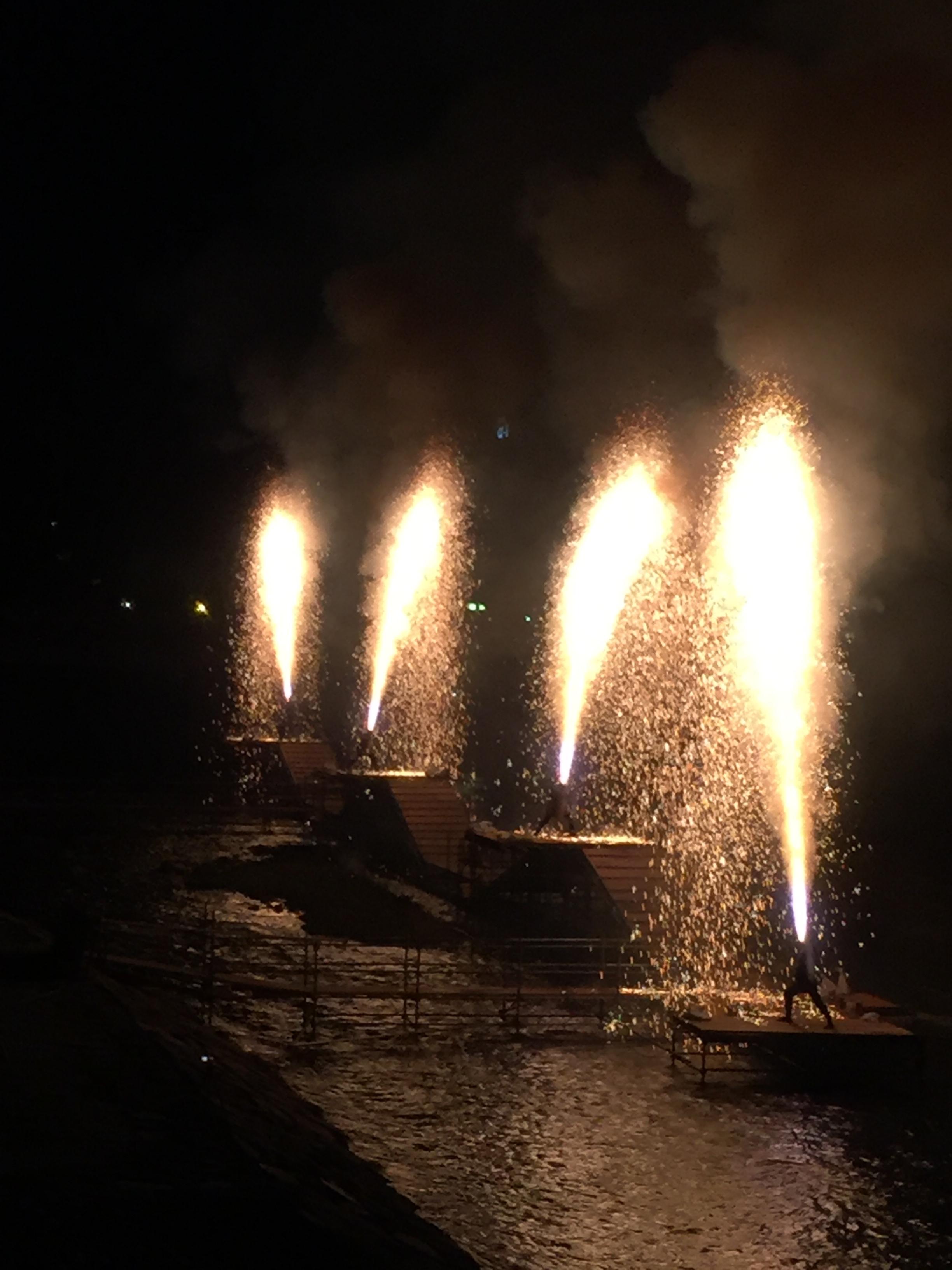 Handtube_fireworks1.jpg