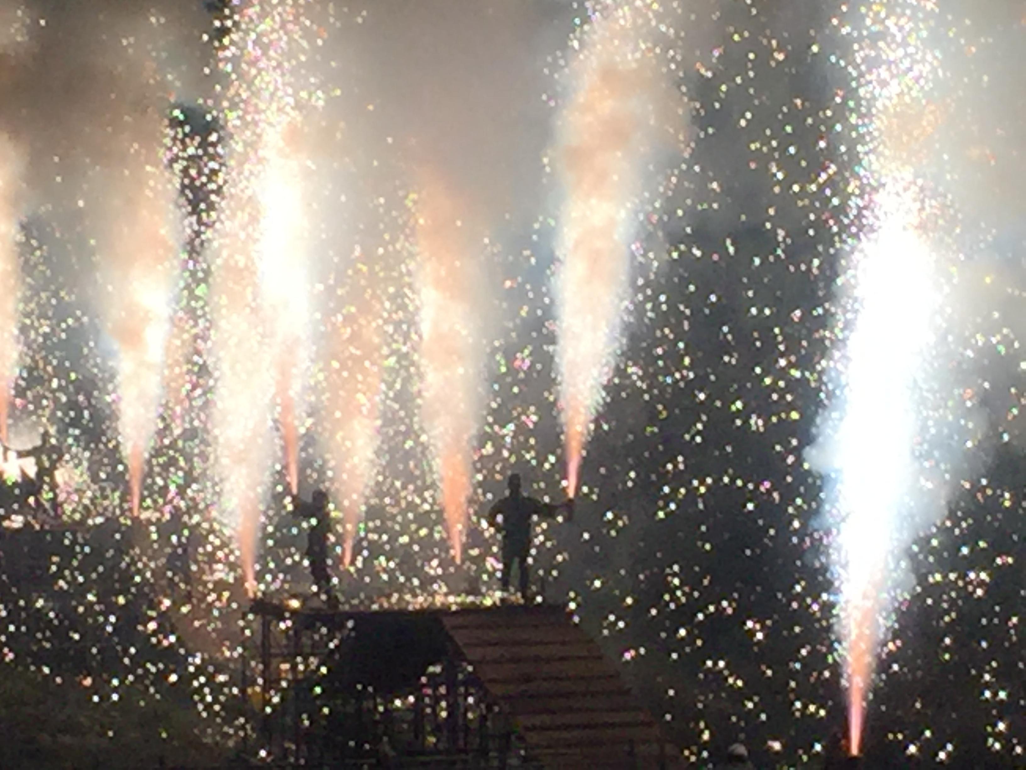 Handtube_fireworks_Up.jpg