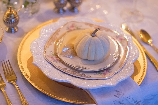 holiday-table-1926938__340.jpg