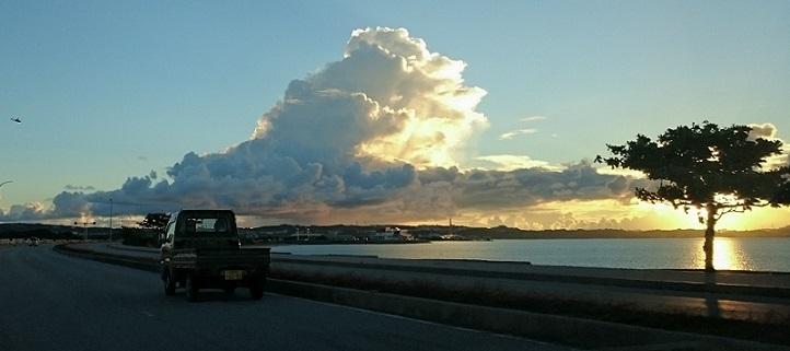 ヘリと雲と夕日