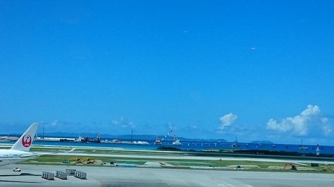 向こうが慶良間諸島