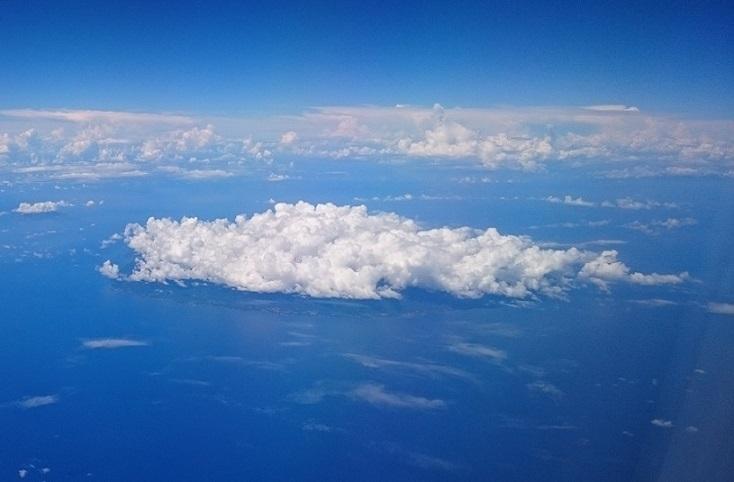 雲の下は多分喜界島
