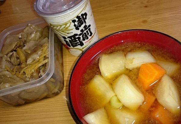 イチョウタケ煮物、蕪と人参の味噌汁
