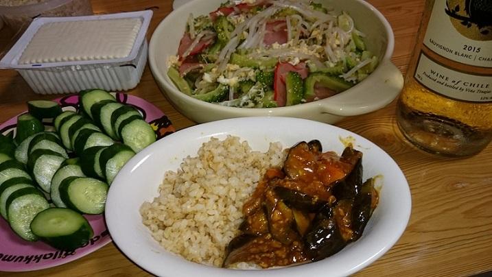 パックもめん豆腐、ゴーヤーチャンプルー、きゅうりの糠漬け、1分つき米、茄子キーマカレー