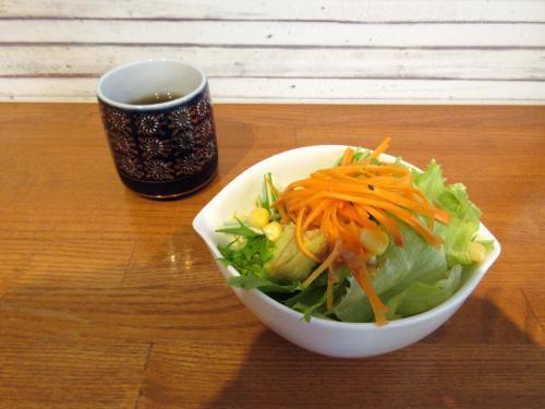 モリンガ茶とサラダ