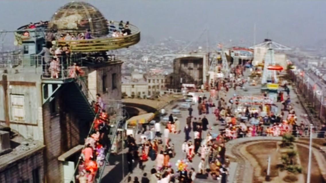 【画像】昭和の頃はデパートの屋上に遊園地が有ったんだな