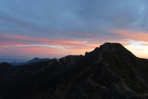 横岳、蓼科山と朝焼け