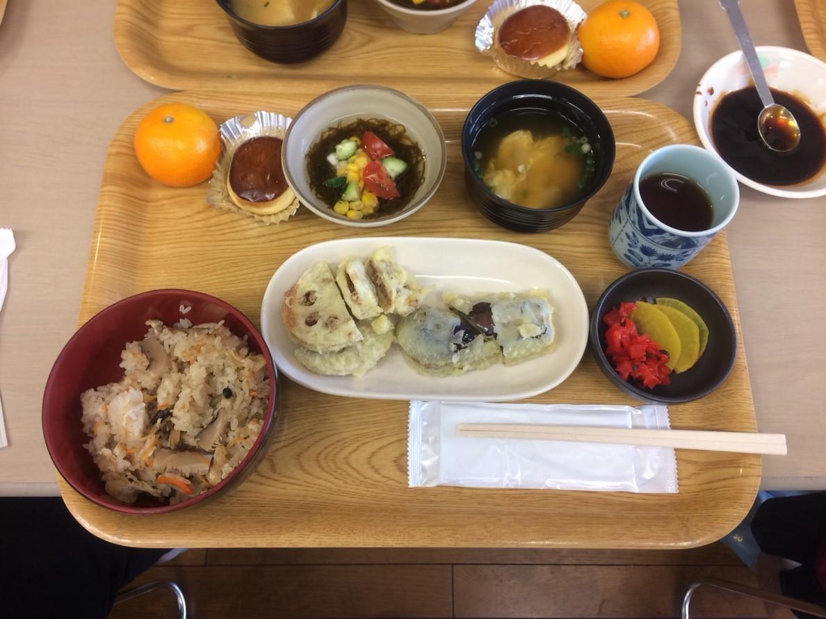 食事サービ (1)